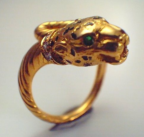 What do you think of this 18ct yellow gold panther ring with emerald green eyes ?