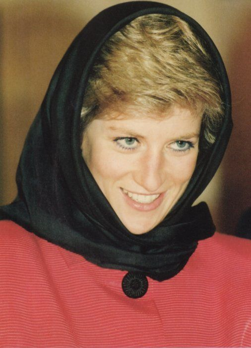 January 24, 1990:  Princess Diana at the Husaini Shia Islamic Centre, Stanmore.