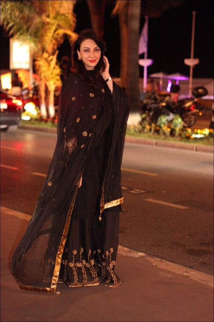 Bhabiji Ghar Par Hai actress Saumya Tandon wears ethnics at Cannes Film Festival…