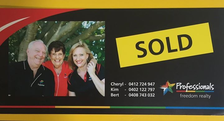 """""""Want your property SOLD?"""" Call Team Holland Today #teamholland #realestate #agent #uppercoomera #coomera #familyfirst #professionalsfreedom #teamwork #oxenford"""