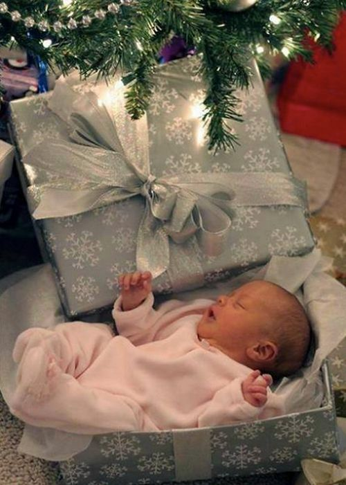 Baby Girl Names 2014: Chic & Trendy Ideas. This would be a super cute baby announcement.