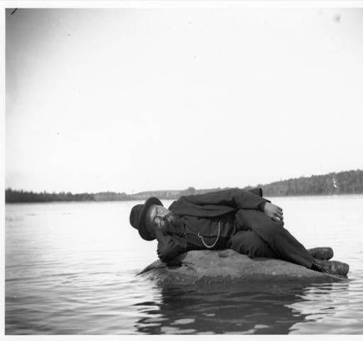 Steinmetz Rests on Rock.  1894: