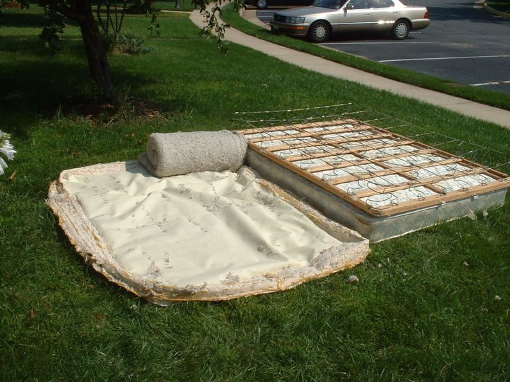 rolling up the padding in the box spring projects bed bundling 39 pinterest recycling. Black Bedroom Furniture Sets. Home Design Ideas
