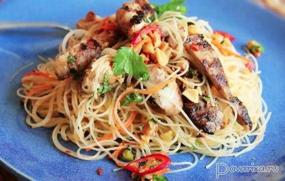 Острый салат с рисовой лапшой - рецепт