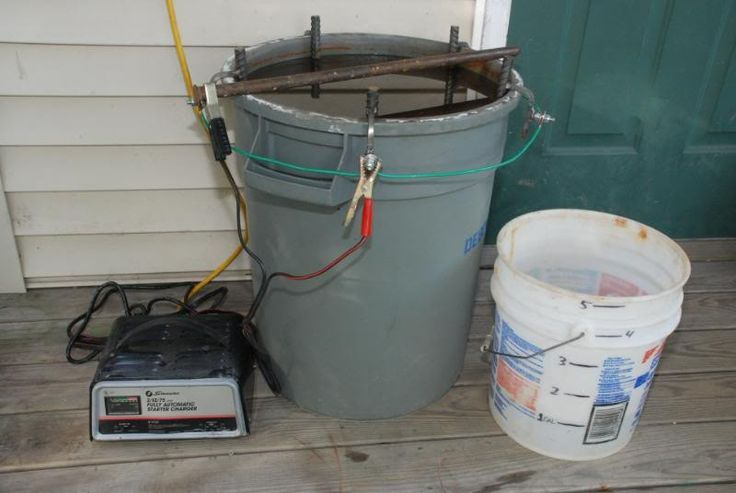 Electrolysis Tank by Pupuhd -- Homemade electrolysis tank constructed from a trash barrel, rebar, steel, and wire. Powered by a battery charger. http://www.homemadetools.net/homemade-electrolysis-tank-2