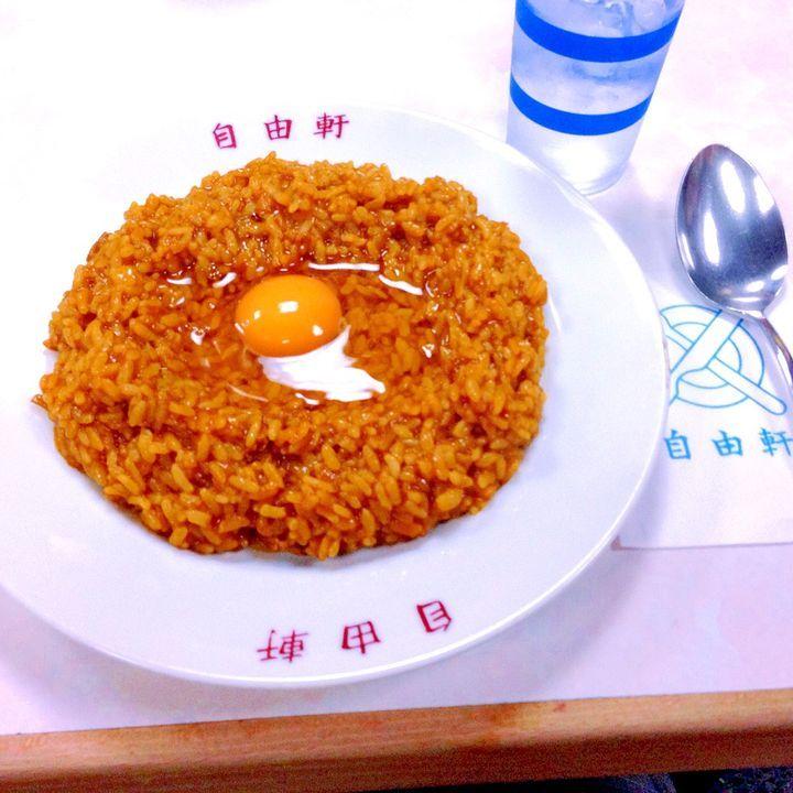 大阪の名物料理と言えば、必ず出てくる粉モノですが、粉モノ以外もおいしいものがたくさんあります。ここではあえて粉モノ以外のおすすめご当地グルメの地元人気店・お土産と合わせて、ランキング形式でご紹介したいと思います。