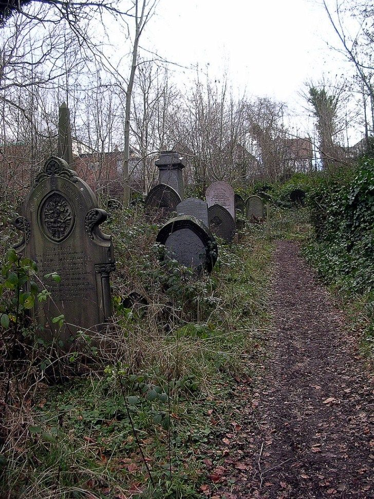 The Sheffield General Cemetery Abandoned and Not For Use Since 1978 – Abandoned…