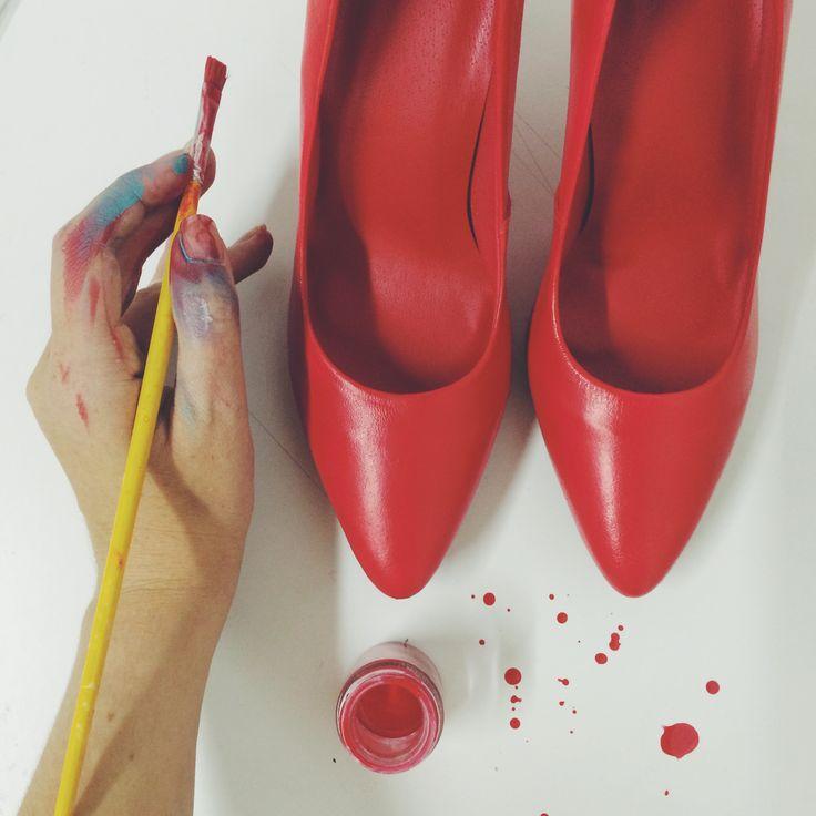 Wedding shoes ♥ Bride shoes ♥ Sapato de noiva ♥ #lapupa #bride #weddingshoes #shoes #handmade #handpainted #bride #vestidodenoiva #art #artshoes #brideshoes #weddingshoes #noiva #sapatodenoiva #wedding #inspiration #design #designshoes #bridal #bridalshoes #casamento #sapatos #sapato #pic #fotografia #photografy #savethedate #red #vermelho www.lapupa.com.br