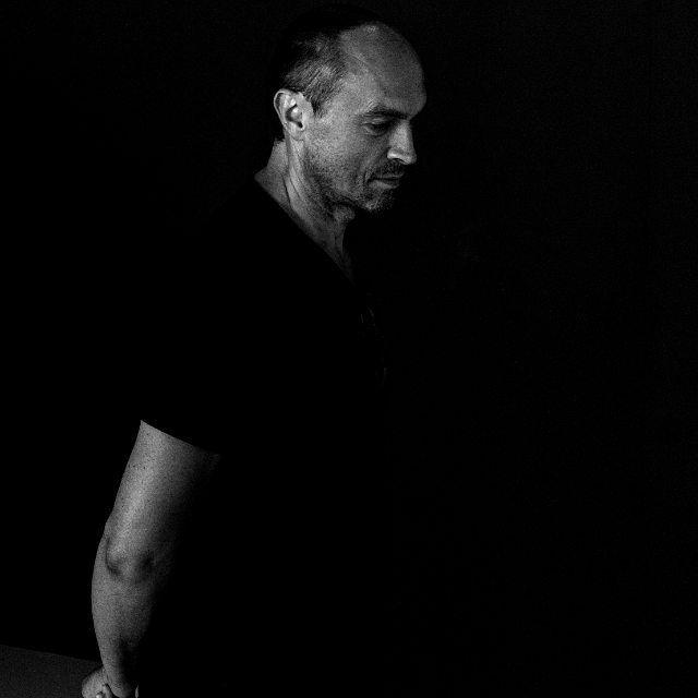 #portraitphotography #blackandwhite #biancoenero #bnw_photografare #bnw #bnw_captures #friendship #inthedark #leicamonochrom #leica #iso400 #kodaktrix #portrait #inmilan #exhibition #sundayafternoon #capturethemoment #bnw_portrait #ritratto #shape #melancholy #manstyle