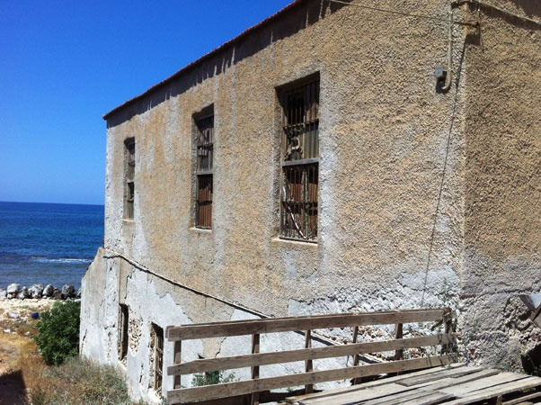 Tampakaria old property for sale, a graphic old stone house located in the most picturesque area of Chania, in Tampakaria, right by the sea, benefiting from a historical atmosphere around it. Tampakaria is a district that developed on the east rocky area of Chania...