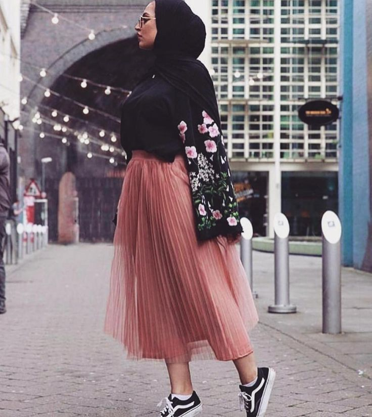 Mauve maxi skirt, sneakers, black hijab, floral jacket. Zeena Street Style.