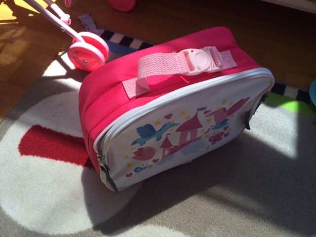 Hint Mama shares how to easily make a personalized lunch bag. #lunchbox #lunchbag