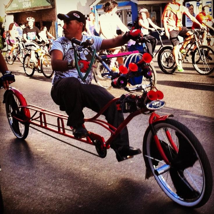 A este compedal de Buenos Aires le gusta el pedaleo laaarrrgoooo!!  Be Happy en la Masa Critica Buenos Aires.