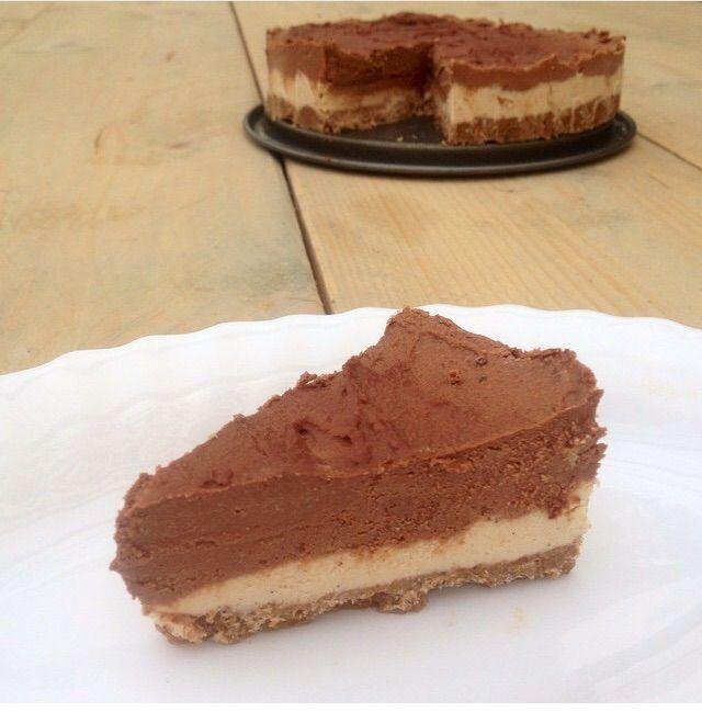 Deze December-cheesecake is ook zo leuk om te maken en lekker om op te eten.Kies tussen de Raw-Veganversie of de makkelijke versie.