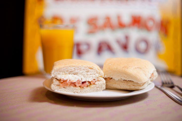 Sandwich de salmón con ricotta y alcaparras #MenúEmporio