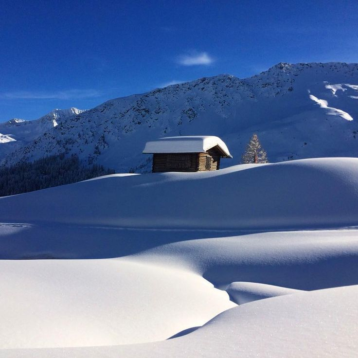 "144 Me gusta, 1 comentarios - Arosa Kulm Hotel & Alpin Spa (@arosakulmhotel) en Instagram: ""What a beautiful day today  #arosa #arosakulmhotel #arosalenzerheide #welovearosa #schweiz…"""