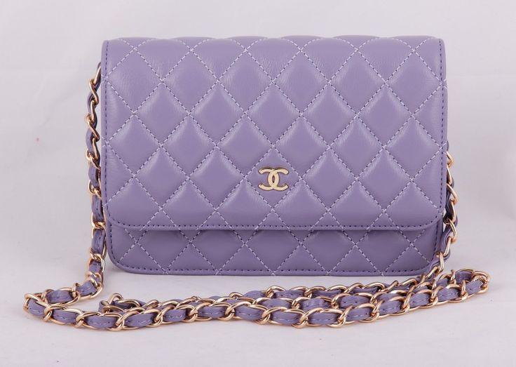 Сумка Chanel mini светло-баклажановго цвета с золотой цепочкой и логотипом