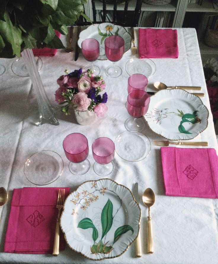 Also at home. This is Histoires d'Orchidees by Alberto Pinto. Hand painted Limoges porcelain. The napkins are from Gracious Style (Sferra) monogrammed in Spain. Bread plates from Zara Home, cutlery by Cutipol (Piccadilly, gold plated) and the glasses were bought at an auction.