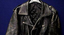 Вельветовый пиджак, которым когда-то владел гитарист Джимми Хендрикс, и кожаный пиджак Джона Леннона были проданы на аукционе почти за 20,000 фунтов стерлингов. Пиджаки стали одними из лотов аукциона памятных вещей, прошедшего в британском городе Киркбимурсайд (С�