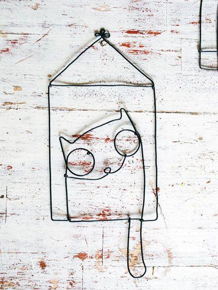 Immagini del gatto e luccello è costituito da un filo rigido  può servire come sfondo desktop titolare orecchini ed ecc  dimensioni  Mago del gatto + / - 11,5 cm (4 3/4 di pollice) da 9,5 cm (3 3/4 di pollice)  Lunghezza totale + / - 22 cm (8 1/2 pollice)    filo di ruggine nel tempo, che è parte del disegno