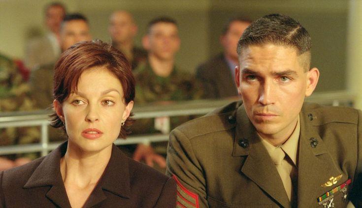Эшли Джадд в роли адвоката Клэр Кубик.