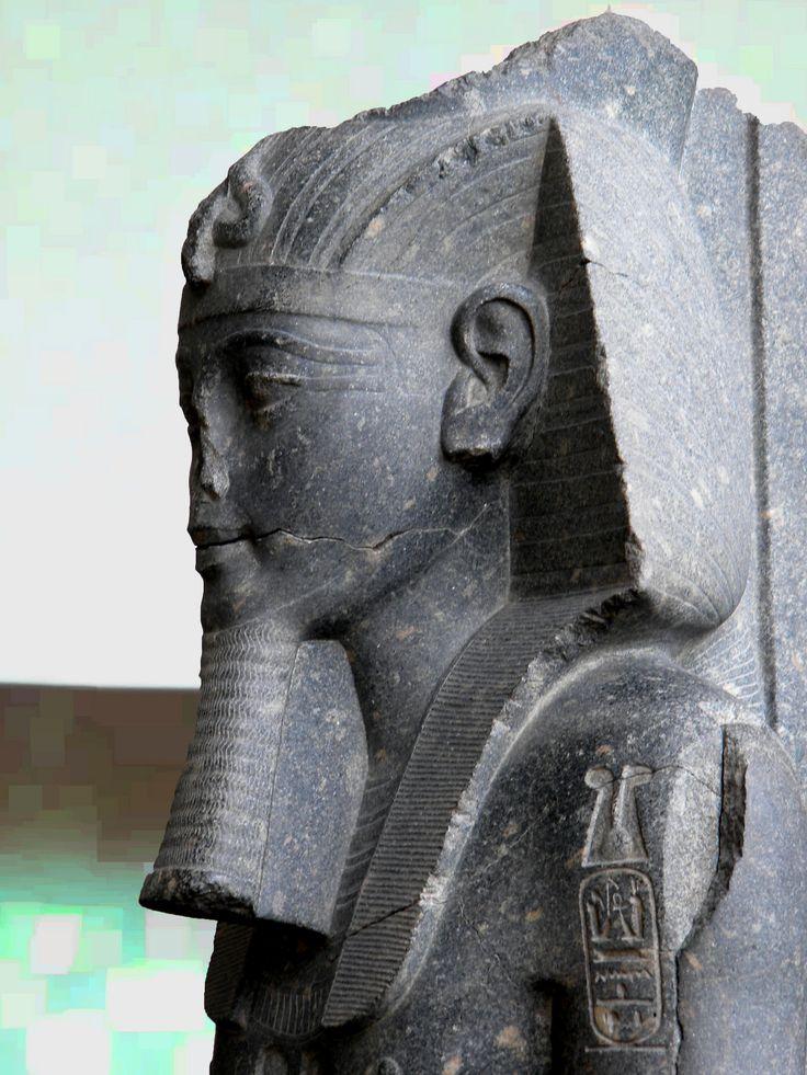 Statue d'Amenhotep III usurpée par Mérenptah.