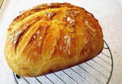 Krumplis fehér kenyér cseréptálban sütve