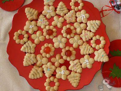 Puffin in cucina e non solo...: Biscotti natalizi di frolla montata all'arancia con spara biscotti c'è sempre una prima volta ^_^