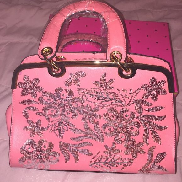 Nwot beautiful pink boutique handbag Beautiful boutique pink silver sequin handbag with gold hardware shoulder straps included .. Please read our closet rules before purchasing Bags