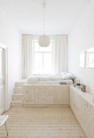 Heel leuk bed! kan leuk onder Felin dr raam. Misschien kan dan een bureautje worden doorgetrokken