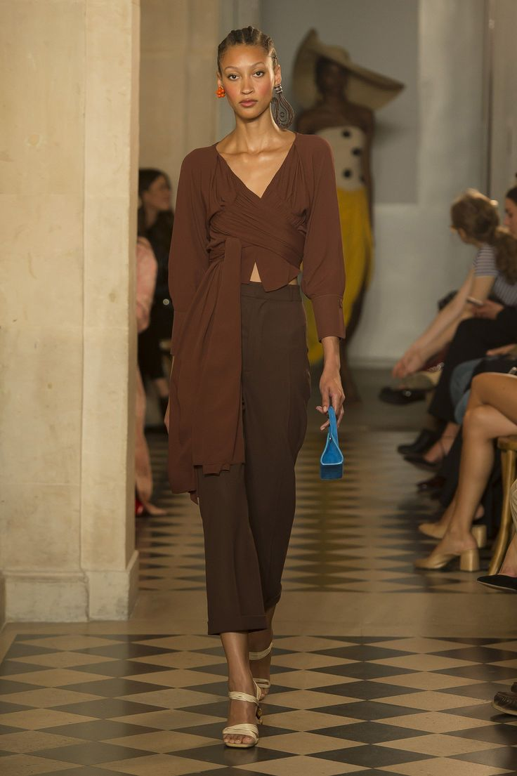 See the complete Jacquemus Spring 2018 Ready-to-Wear  collection.