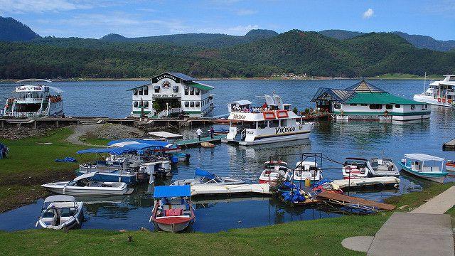 Valle Bravo / Este pueblo a orillas del lago Avándaro tiene un hermoso casco histórico, además de ser un destino reconocido para practicar deportes de aventura como ala delta y parapente