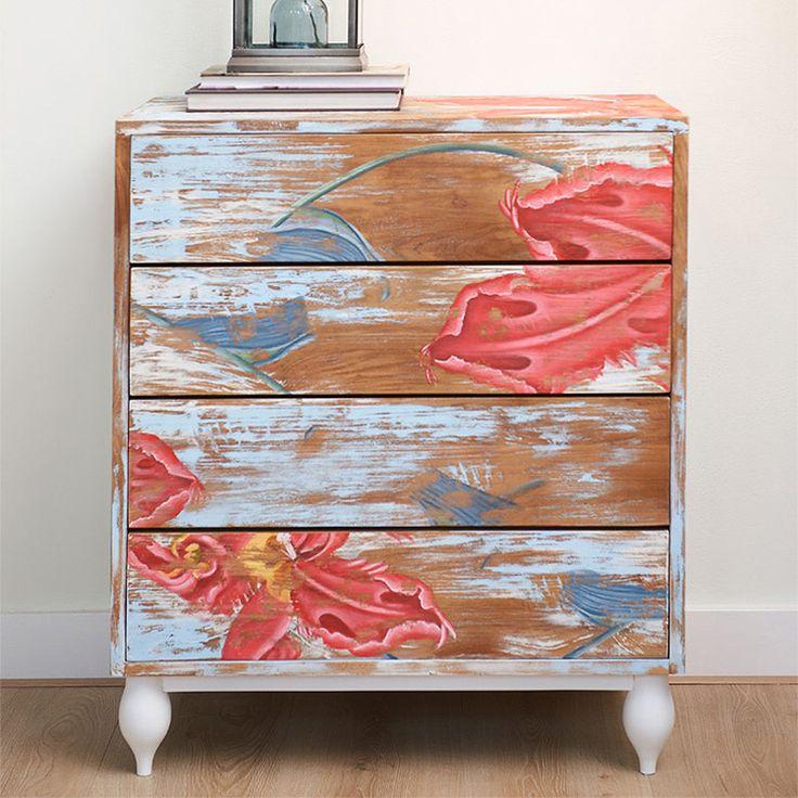 Комод из тика в оригинальной отделке, украсит вашу гостинную и станет фокусной точкой вашего дома. Ноги белого или черного цвета.             Материал: Дерево.              Бренд: Teak House.              Стили: Прованс и кантри.              Цвета: Голубой, Розовый.