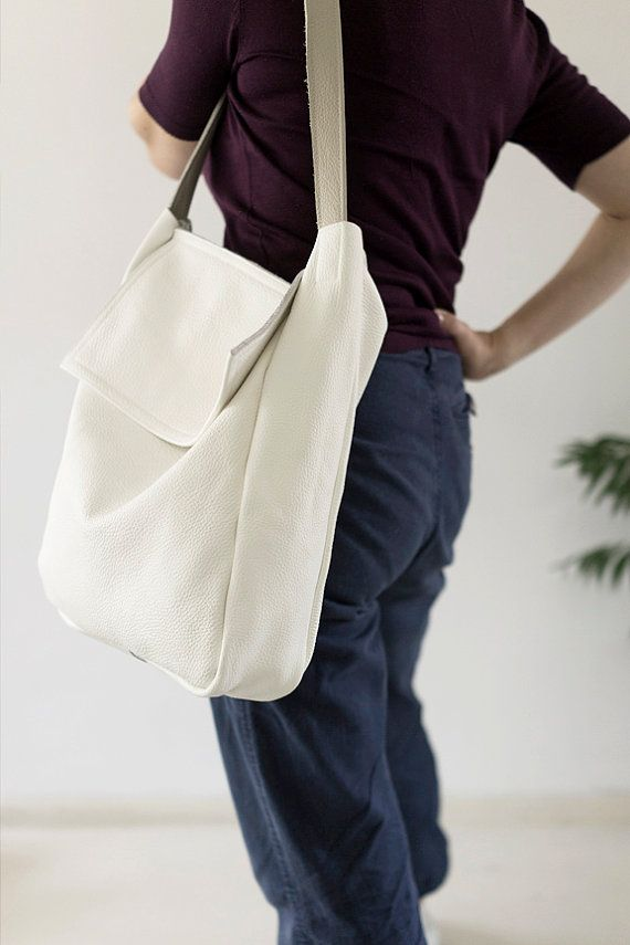 A large bag on shoulder and hand. Made of strong thick white leather, and strong beige. Inside without lining with one pocket, 18x 18 cm (7 x 7). Dimensions: height: 35 cm, 13,8 width 30 cm, 11,8 depth 8 cm, 3,1 ear length about 66 cm, 26. Fits A4.  For these bag, please expect 1 week for your item to be made and prepared for shipment.  Standard delivery time:  European union: 4 - 10 days  Europe (not EU): 7 - 14 days  U.S.A., Canada: 10 - 20 days  Australia, South America, Asia, India…