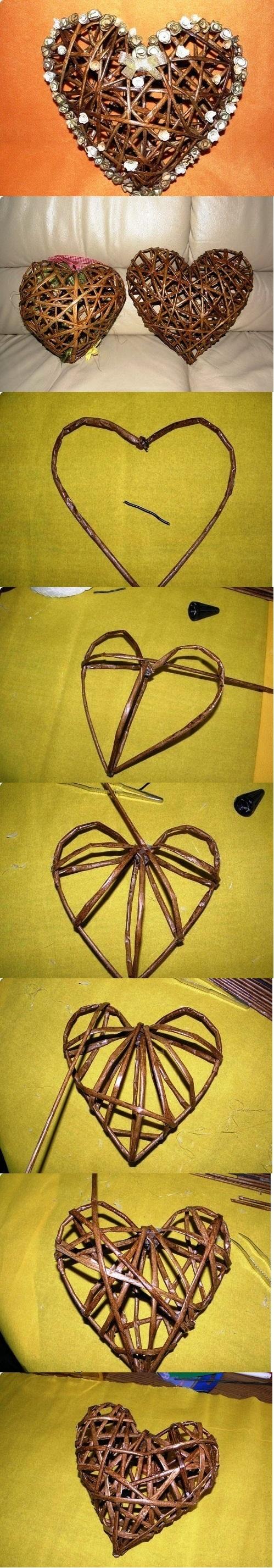 Coração feito de tubos de jornal.