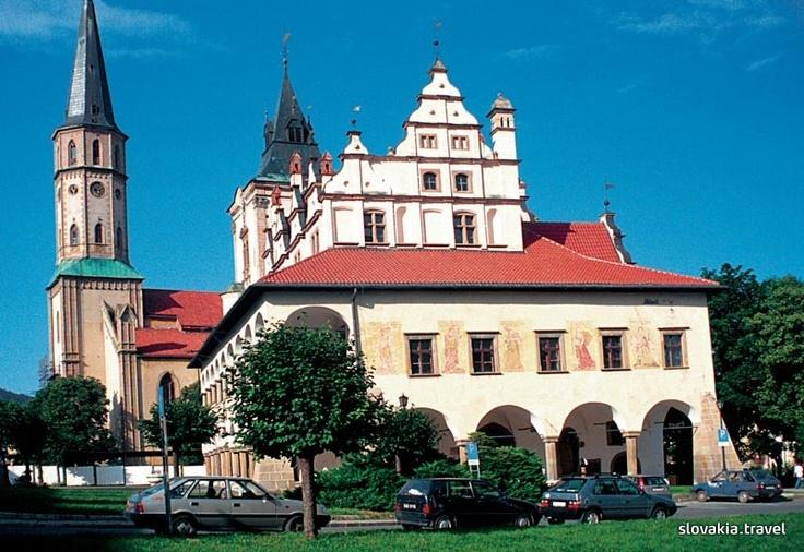 Radnica v pozadí s Kostolom sv. Jakuba - Levoča