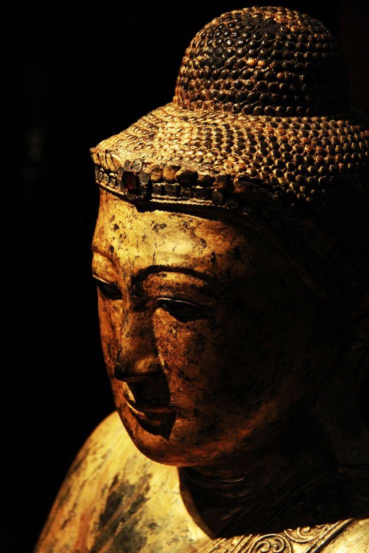 Golden Buddha - A golden Buddha statue.