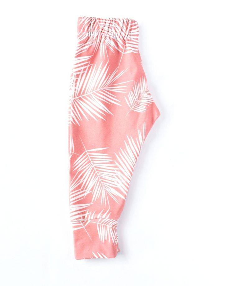 These colourful coral palm leggings are perfect for those summer vacations.