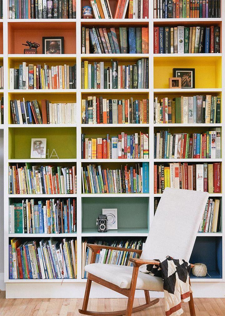 Qualquer espaço pode ser transformado em um cantinho para os seus livros e, principalmente, para você ler. Pensando nisso, a equipe do Pinterest selecionou 20 projetos com áreas destinadas à leitur…