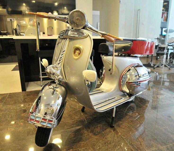 Classic vespa scooter vba 150 with #ulma #vigano #scootboot #raydot #vba #vbb #vespa #150 #super #mods . Follow me @ instagram :patrickbugg76  Www.thepropzcompany.com