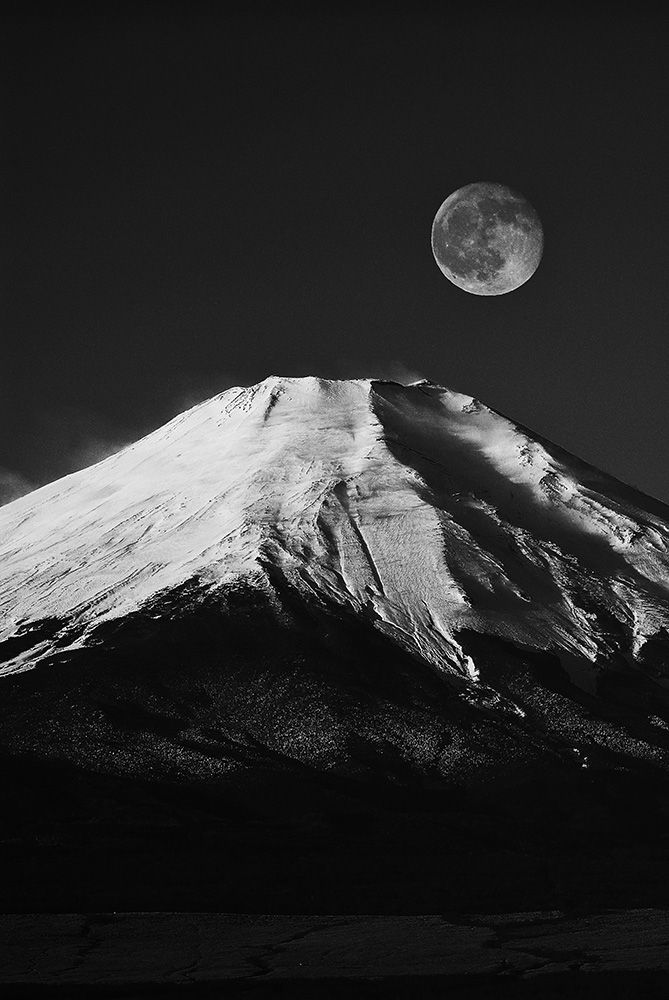 Mt. Fuji, Japan More Taka Shitsu Hidekazu, Mt Fuji, Japan Fujisan, Posts, White, Fuji Japan, Takashitsu Hidekazu, Photography, Black Love the black and white thekimonogallery: Mt. Fuji, Japan.  Photography by Taka-shitsu Hidekazu