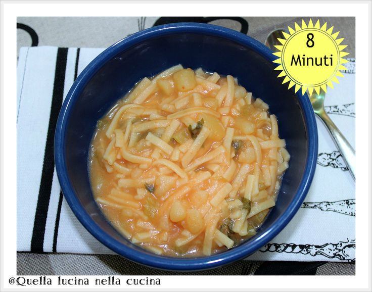 Pasta e patate in pentola a pressione. Da preparare in pochi minuti, se non l'avete mai provata, fatelo, vi sorprenderà per la velocità ed il risultato.