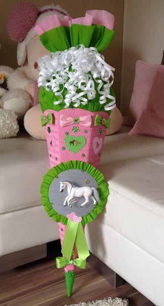 SCHULTÜTE Mädchen mit Pferd und Herz :-) von lena14-94 auf DaWanda.com