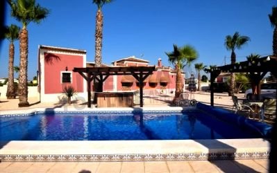 Reduced to 265000€ This beautiful 4 bed property is direct with the owner & located only a 20 minute walk from the centre of Rafal. The property is situated in the middle of a 5000m2 plot with landscaped areas, an 8x4m pool, Jacuzzi, Garage, outdoor kitchen and lots of lovely terraced areas.  Ref: Raf LKS