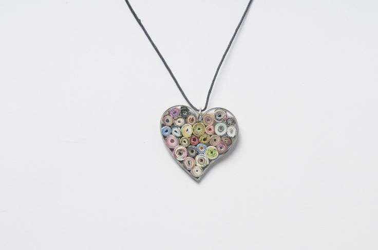 Paper-roses heart shape necklace