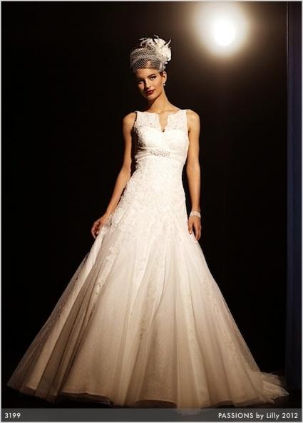 Passions by LILLY brudekjole til best pris hos oss www.abelone.no    ABELONE COLLECTION AS  Nettbutikk og Brudesalong