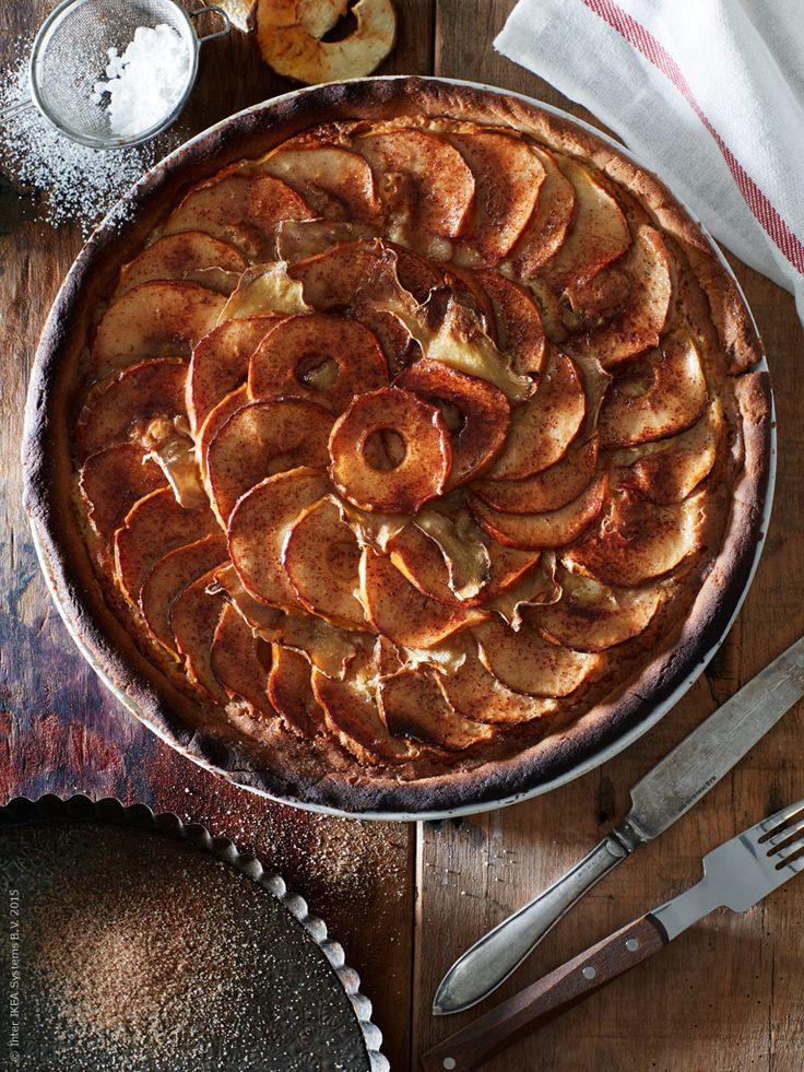 Under sensommaren bjuder trädgården på många godsaker. Idag smakar vi på tre recept som får munnen att vattnas - hemmagjord äppelpaj med ingefära, nyttiga och torkade äppelringar och en ljuvligt god äppelmos.