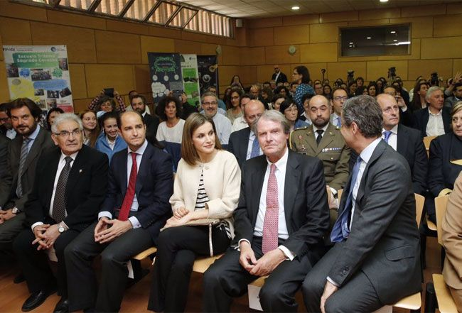 Letizia presided over the ceremony in which announced one of the prizes of the VII Girona Princess Awards , a title that bears his eldest daughter, the Princess Leonor , as befits the heirs to the Spanish Crown. These awards are given in five categories and are held annually to promote the initiative and effort, scientific research and artistic creativity, solidarity and development of talented young entrepreneurs and innovators who opt for a more just world.