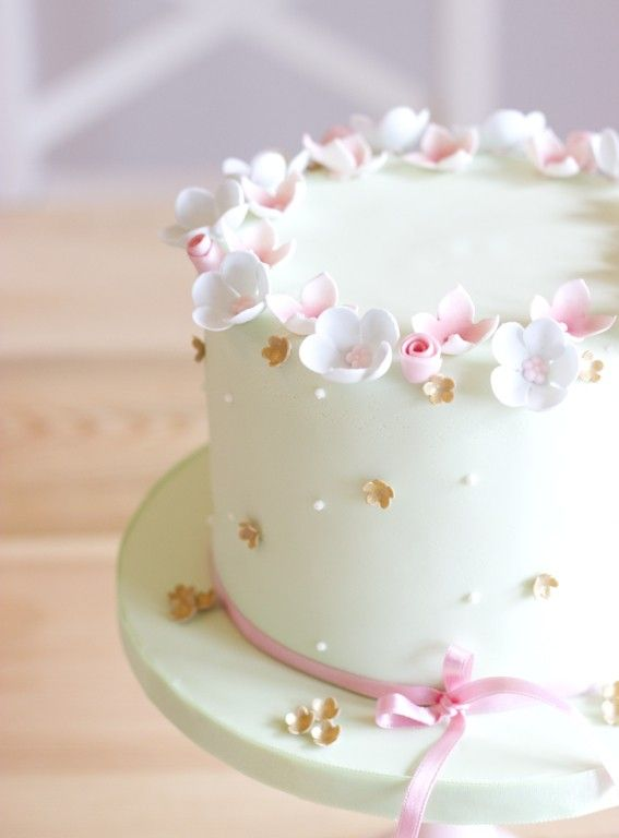 White and pink Flower Cake