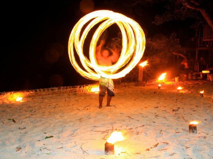 La musica mi rapisce a Goa, a Ibiza, la notte è calda. Music enchants me in Goa, Ibiza, the night is hot.
